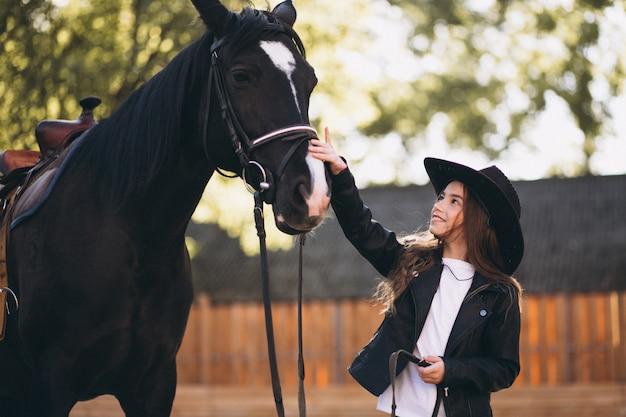 Menina, com, cavalo fazenda