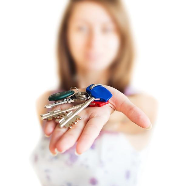 Menina com chaves