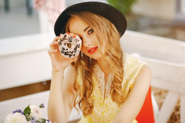 Menina com donut