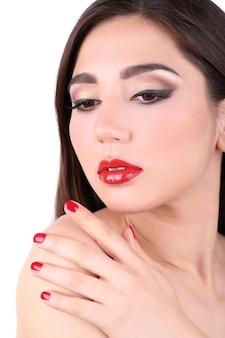 Menina com lábios vermelhos e unhas closeup