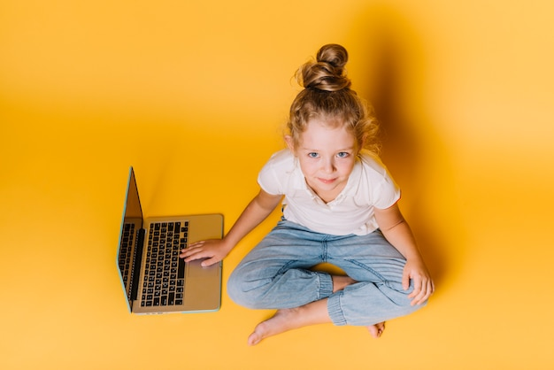 Menina, com, laptop
