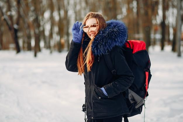 Menina com mochila