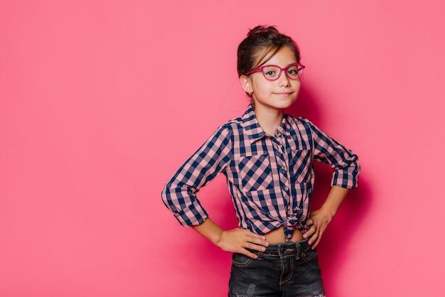 Menina, com, óculos, posar