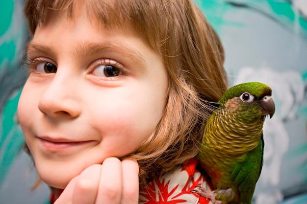 Menina, com, papagaio, retrato