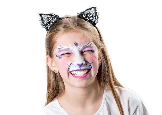 Menina com pintura de rosto se um tigre