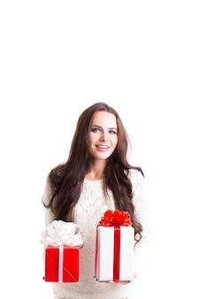 Menina com presentes.