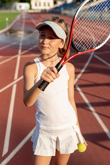 Menina, com, raquete tênis, e, bola