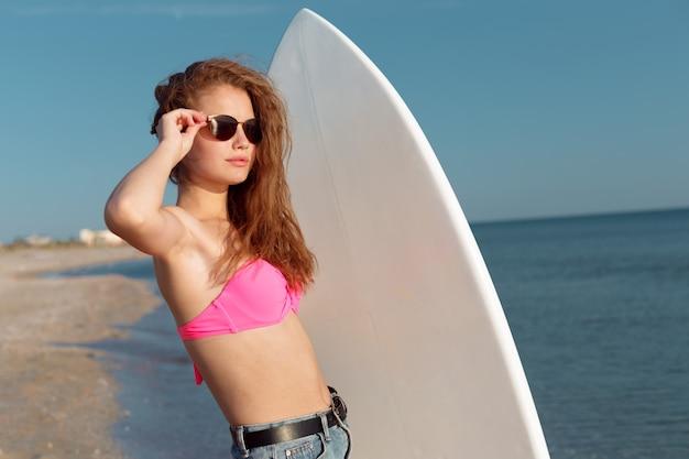 Menina, com, surfboard