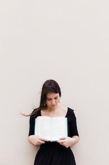 Menina, com, um livro aberto