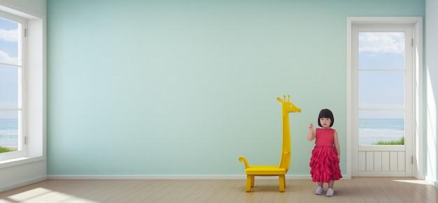 Menina criança asiática na sala de crianças da casa de praia moderna com parede turquesa vazia
