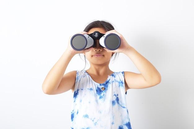 Menina criança, olhar, binocular
