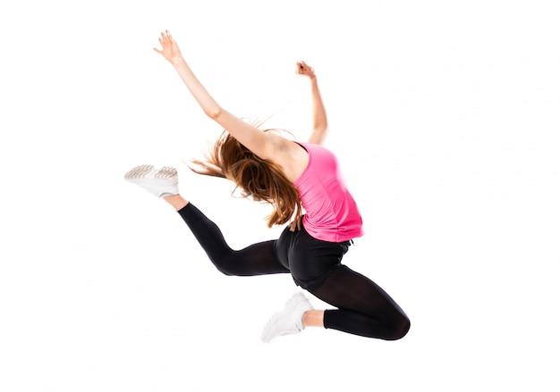 Menina da dança nova sobre o salto branco isolado