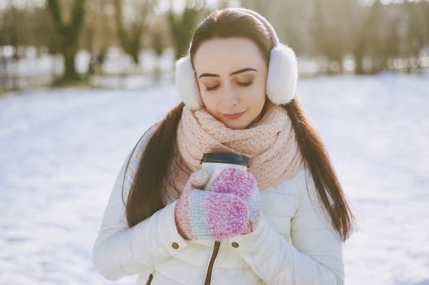 Menina da neve dia estilo de vida branco
