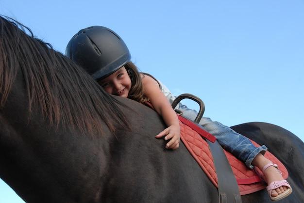Menina de equitação