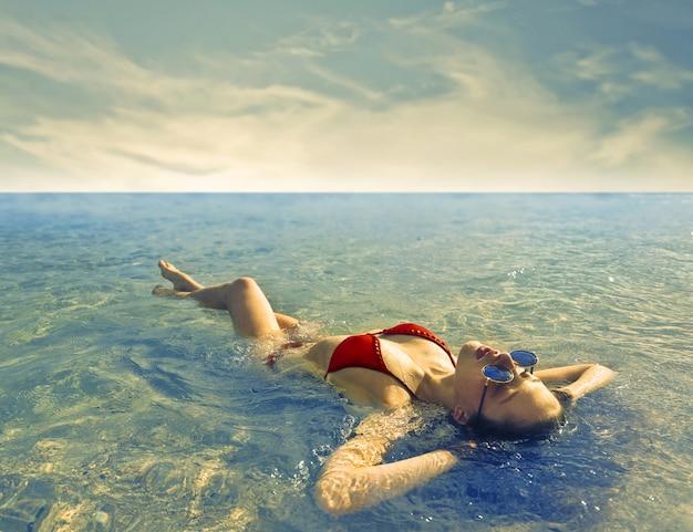Menina, desfrutando, a, mar