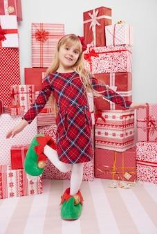 Menina em sapatos de elfo