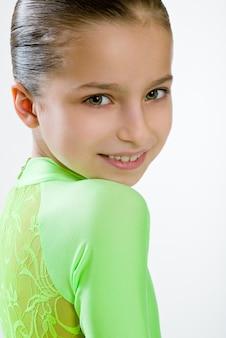 Menina, em, um, vestido verde, para, dança salão