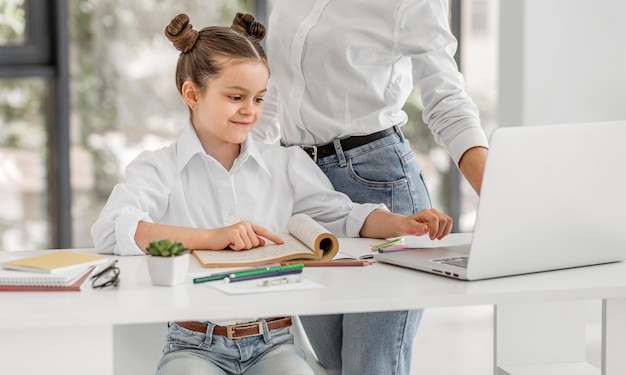 Menina estar pronta para uma nova aula