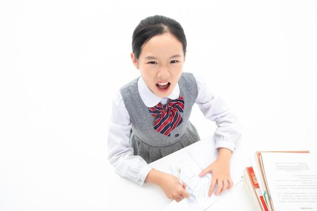 Menina estudando