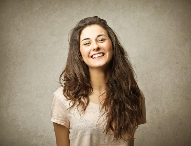 Menina feliz rindo