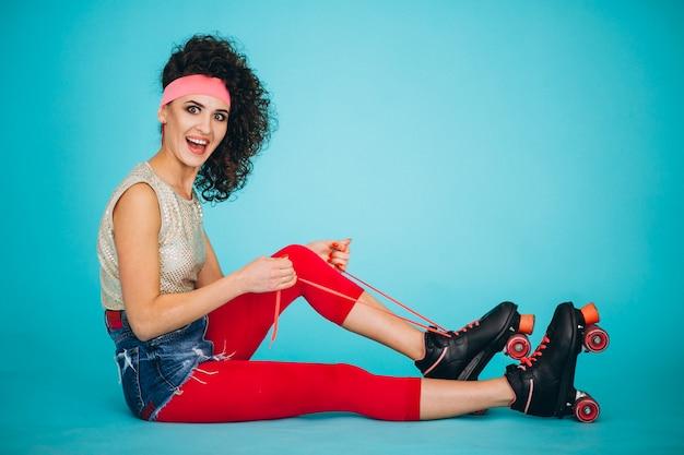 Menina jovem, com, patins rolo, isolado