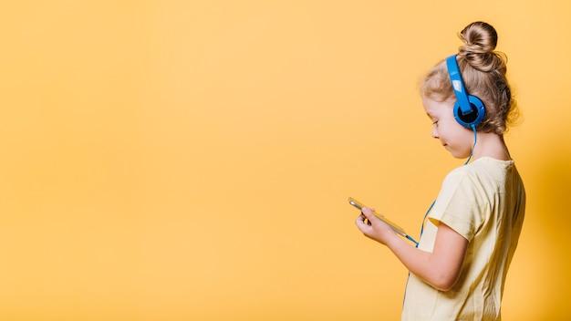 Menina jovem, e, copyspace