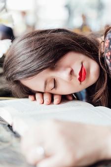 Menina jovem, ligado, um, tabela, com, um, livro