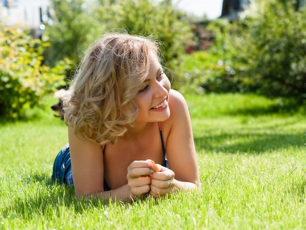 Menina, ligado, campo verde