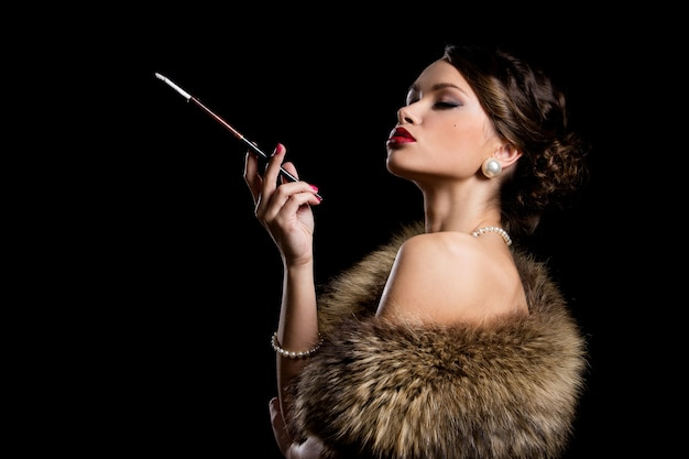 Menina linda com cigarro