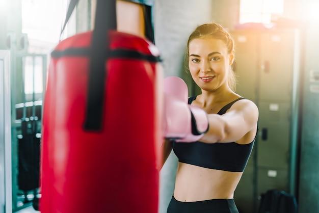 Menina lutador loira