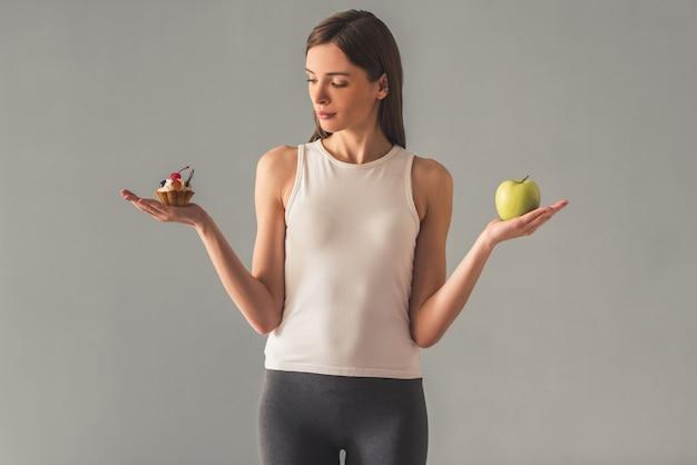 Menina mantendo dieta