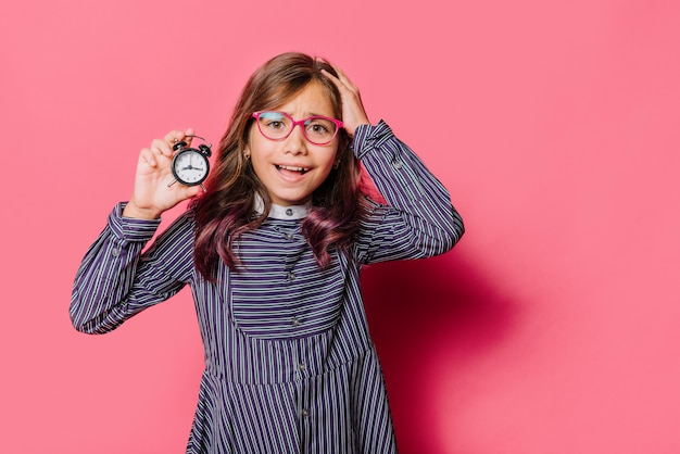 Menina, mostrando, relógio