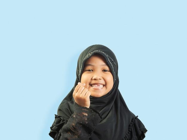 Menina muçulmana em um vestido