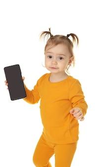 Menina na moda com smartphone isolado. vista do topo. fechar-se
