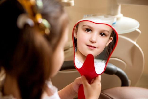 Menina no dentista