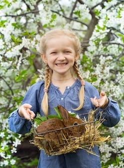 Menina no jardim