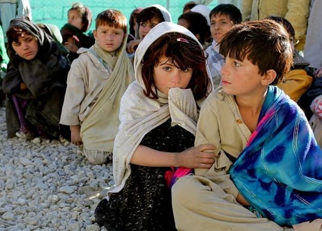 Menina pobreza crianças afegãs menino afeganistão