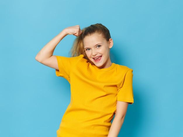 Menina posando no retrato de estúdio