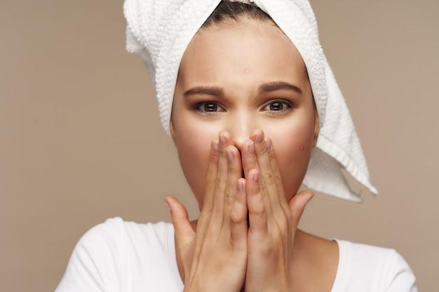 Menina retrato estúdio cuidados com a pele