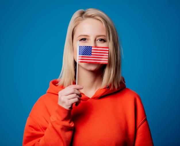 Menina segura bandeira dos estados unidos da américa