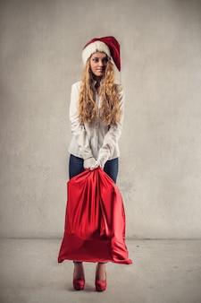 Menina, segurando, um, bolsa vermelha