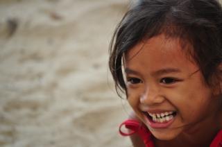 Menina, sorrindo, bulata