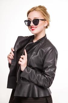 Menina, sorrindo, em, casaco, e, óculos