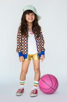 Menina sorrindo felicidade basquete esporte retrato