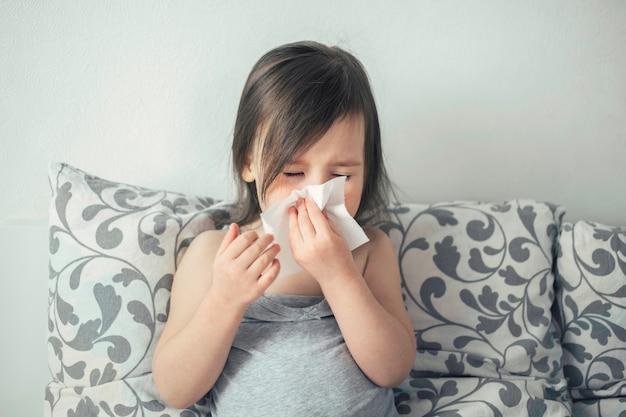 Menina tem tosse e coriza