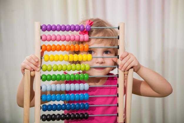 Menina, tocando, com, cor, contagens