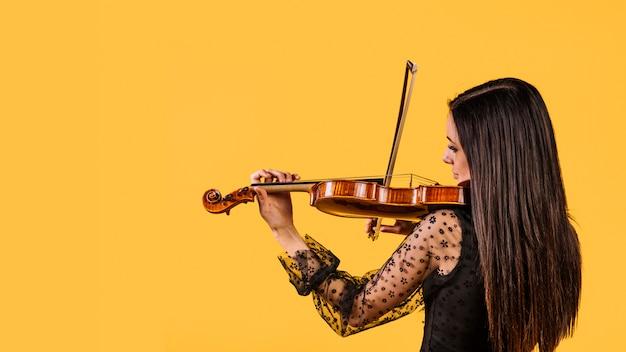 Menina, tocando violino