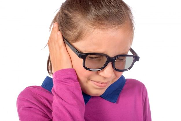 Menina uma dor de ouvido