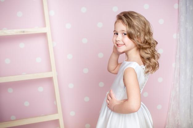 Menina vestido de princesa