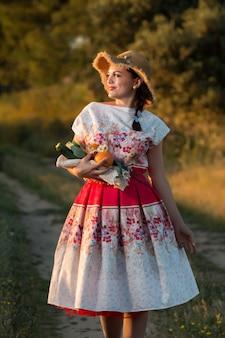 Menina vintage na zona rural